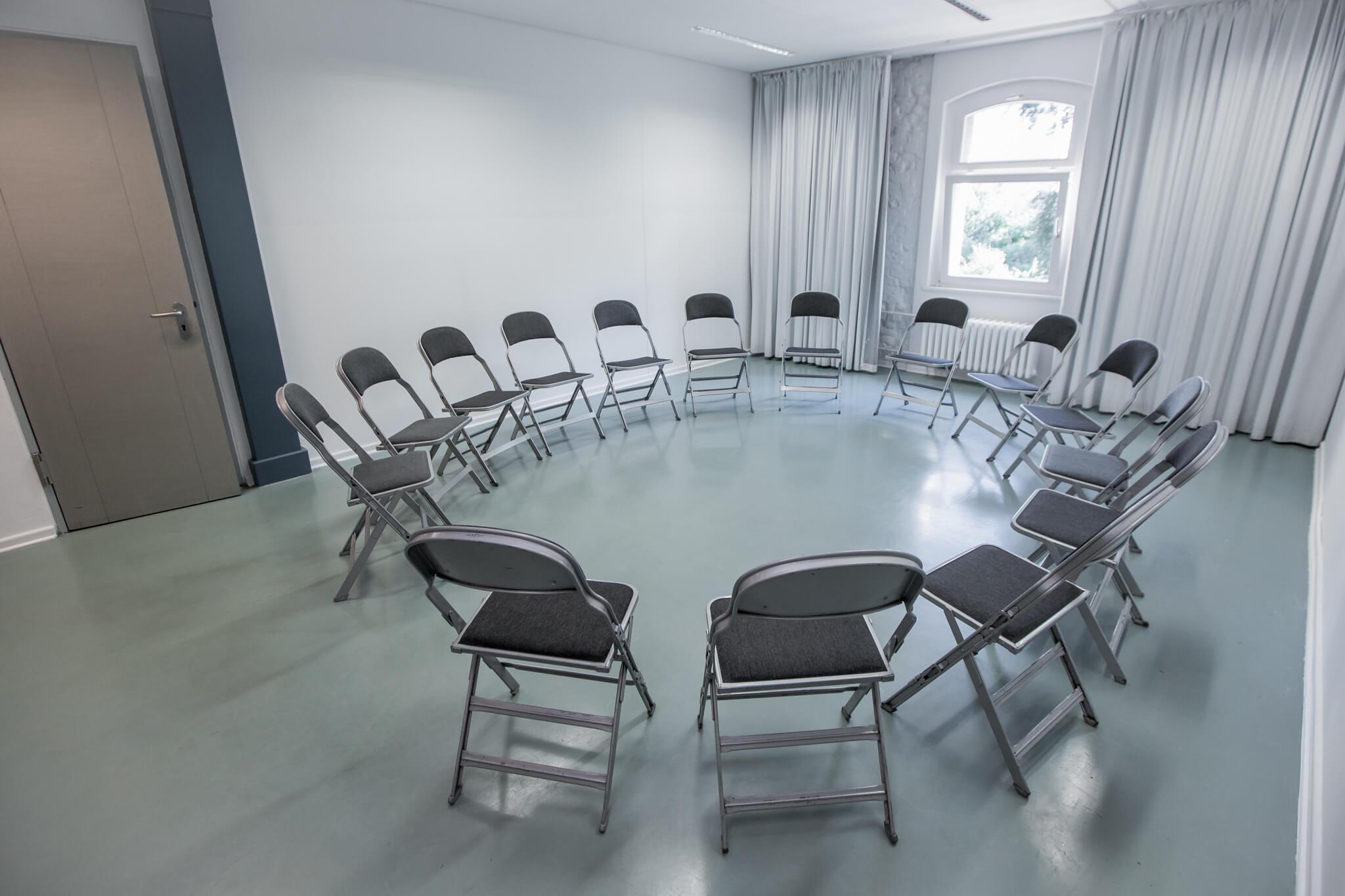 Tischkreis im Seminarraum 3
